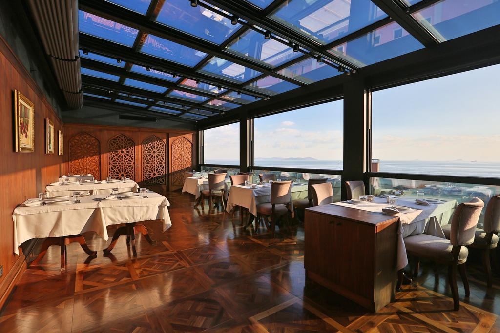 Ресторан отеля Айва с видом на Босфор