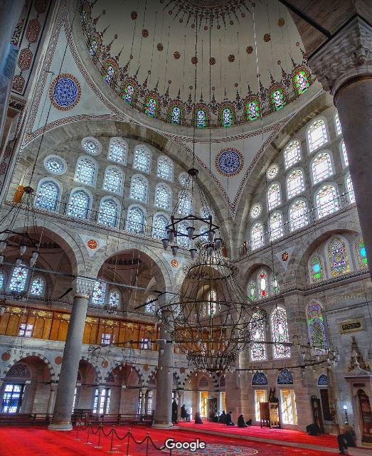 Витражи в мечети Михримах великолепны