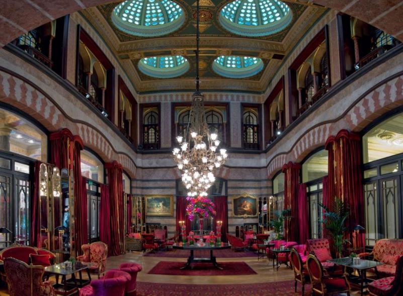 Лучшие отели с бассейном в Стамбуле