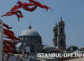Стамбул в августе празднует день победы Турции
