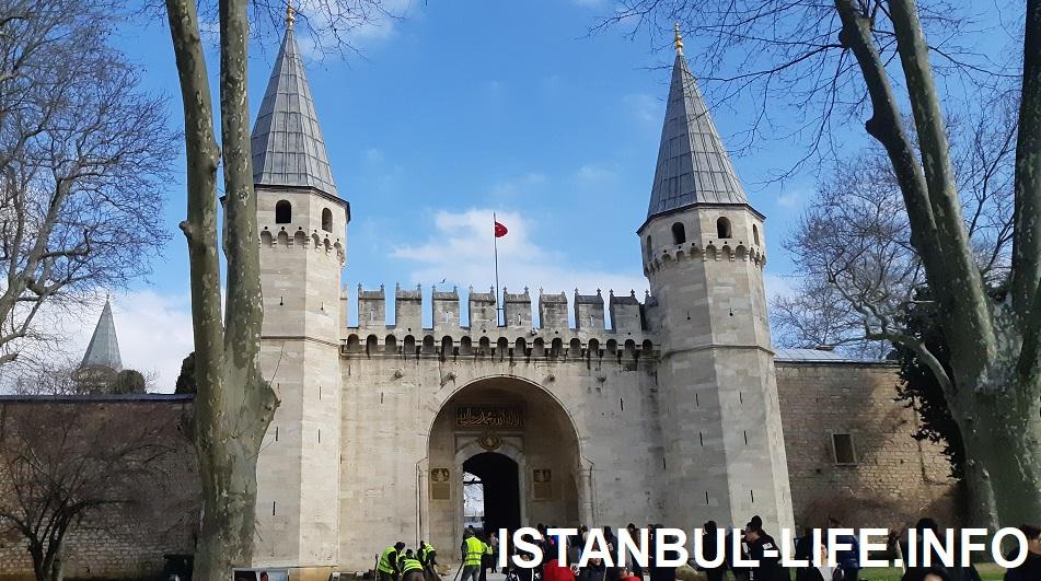 Главные ворота дворца Топкапы