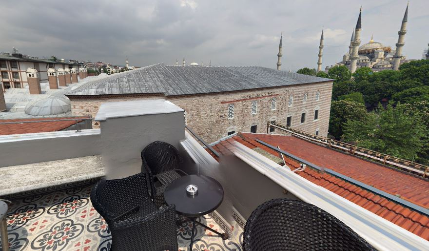 Вид на крышу кирпичного дворца Ибрагима-паши
