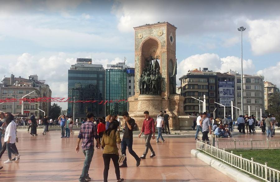 Площадь Таксим в ноябре