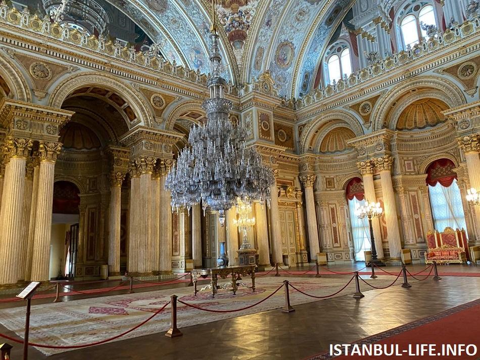 Дворец Долмабахче - достопримечательности Стамбула